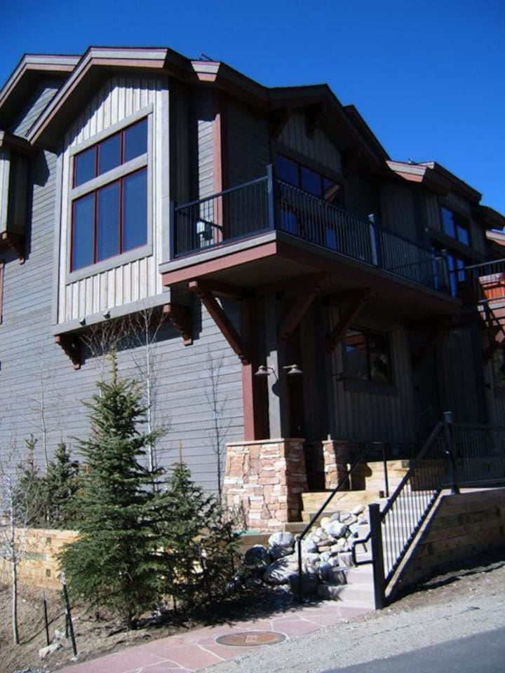 Convenient 3BR w/ Lake Dillon Views