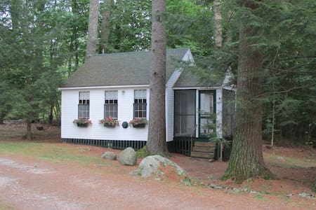 LAKE WINNIPESAUKEE COTTAGE #5 - Moultonborough