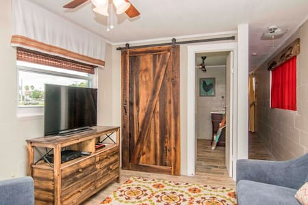 Ybor Roost - Urban Farmhouse - Tampa - House