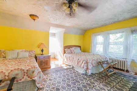 Sleeps 4+ Private Bala Cynwyd Room - Bala Cynwyd - Huis