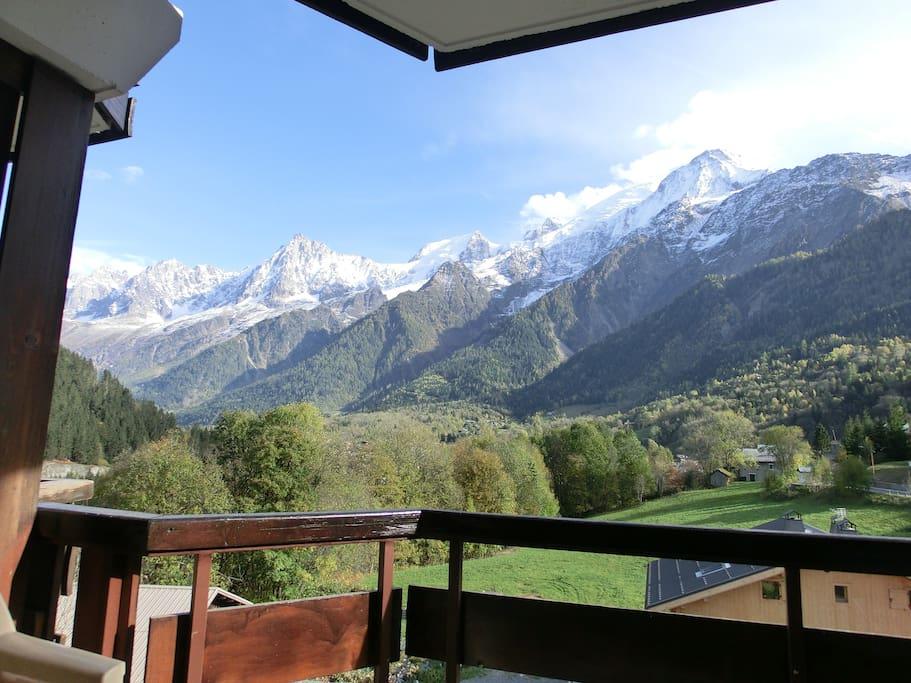 Vue de l'appartement. Chaîne du Mont Blanc, Aiguille du Midi