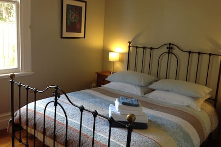 Cosy double room in lovely villa - House