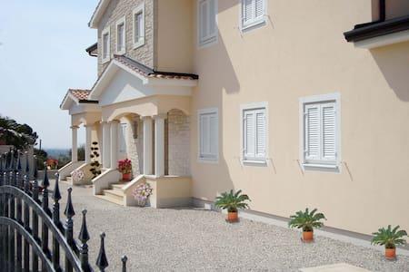 Villa Vista Grande - Villa