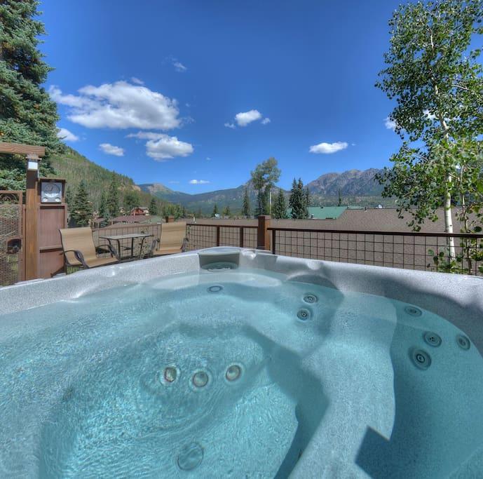 Hot Tub w Mountain Views