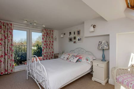 Double loft bedroom with ensuite - House