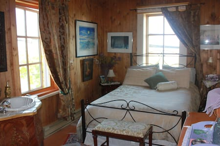 Gîte La Maison sous les lilas - Bed & Breakfast