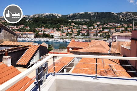 Old town house with port view - Byt