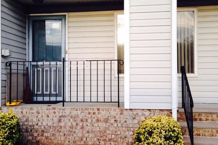 Duplex townhouse! Close to NYC! - East Rutherford - Adosado