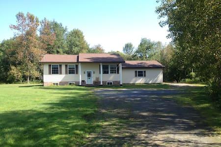 Hazel's Roost - Morrisonville - Ház