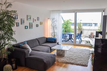 Neue Wohnung mit grosser Terrasse - Apartment