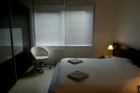Room with private shower & garden in City Center! - Sint-Jans-Molenbeek - Apartment