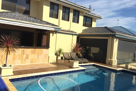 Blissful beachside holiday in Perth - Ev