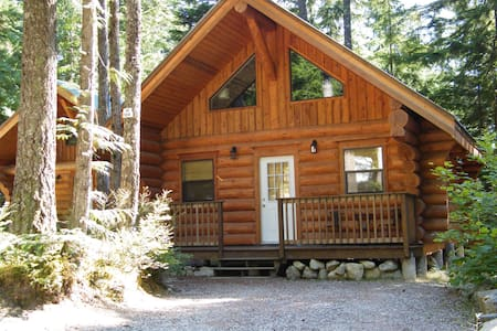 Beautiful log cabin in the woods - Hope - Zomerhuis/Cottage