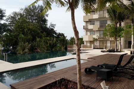 Beachfront Suite @ By the Sea - Lakás