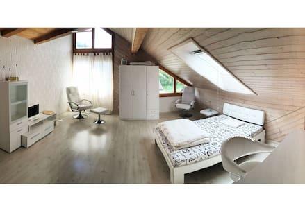 Loft in Doppeleinfamilienhaus - Loteng Studio