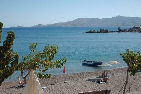 Charming apartment ON the beach! - Rodos - Apartament