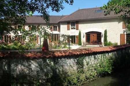 Moulin du Fontcourt Chambre d'Hotes - Chasseneuil-sur-Bonnieure - Bed & Breakfast