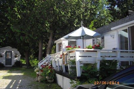 Maison propre à 2 km de Valcourt - Ház