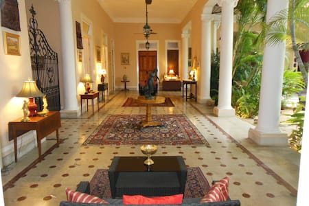 Room in luxurious historic French 19th c. mansion in Merida's center, short walking distance to the Zocalo, restaurants, entertainment, and all amenities. Adorned with continental antiques & artwork. Serene veranda overlooking garden and large pool.