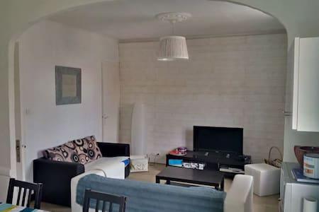 Appartement lumineux et calme - Apartament