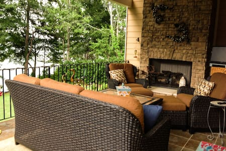 Relaxing Lake Hartwell Home - House