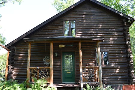 4BR Log Cabin 15min to Tremblant
