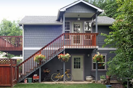 Historic District Craftsman Loft - Medford - Loft