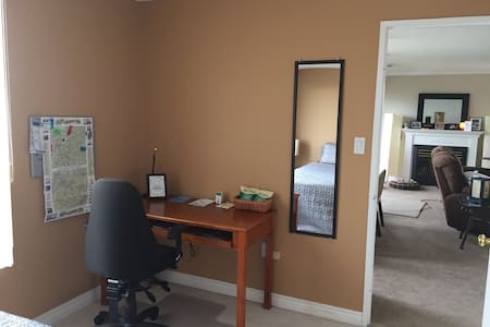 Private Room in Luxury hi rise - Kitchener - Appartement