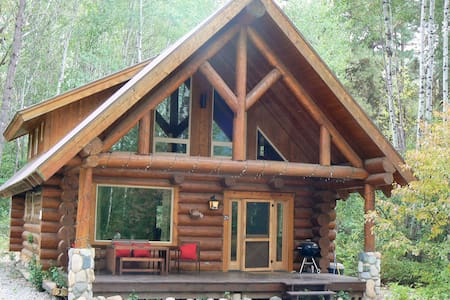 Log Cabin with River, Trail, Pool, Sauna & Hot Tub - Winthrop - Chalet