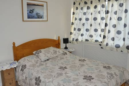 Double bed in house + Free Parking