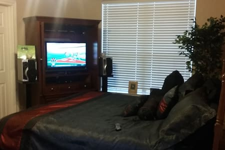 Private room,  King size bed, cable - House