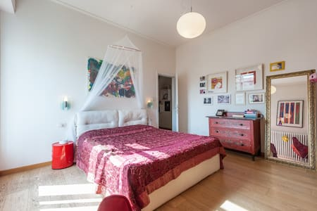 Bright room in Florence