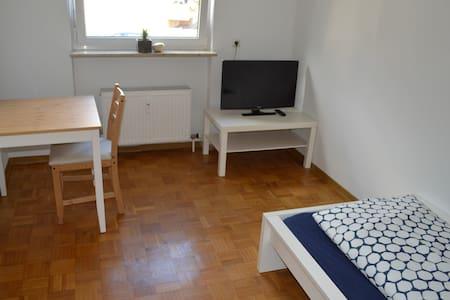 Einzelzimmer in 3-Zimmer Wohnung - Apartmen