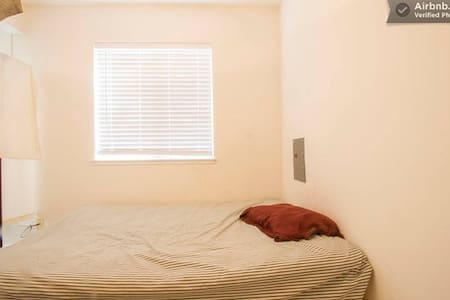 Room type: Shared room Bed type: Real Bed Property type: House Accommodates: 1 Bedrooms: 1 Bathrooms: 0.5