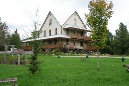 Maison Larose à 30 min de Tremblant - Montcalm - Hus