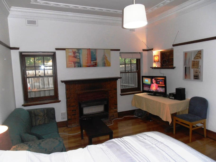 Spacious Private Room with allocated private courtyard