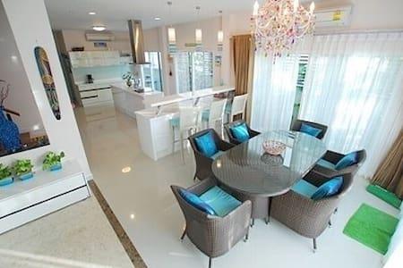 Private Modern Home with transport - Bangkok - Casa