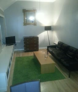 Secluded laneway-apt4 Merrion Court