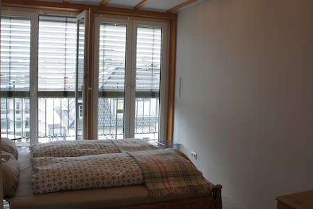 Room very close to Messe/Fair/Central Station/City - Apartment