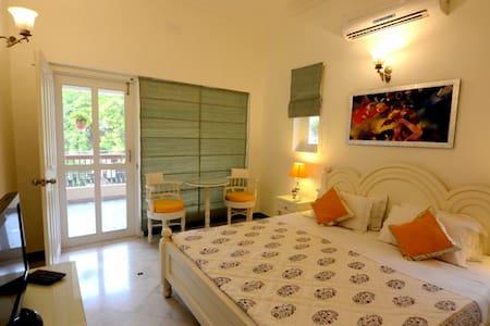 Exclusive Home Hospitality - Varanasi - Hus
