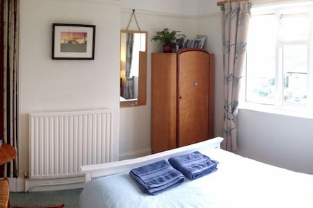Bright room with beautiful views - Totnes