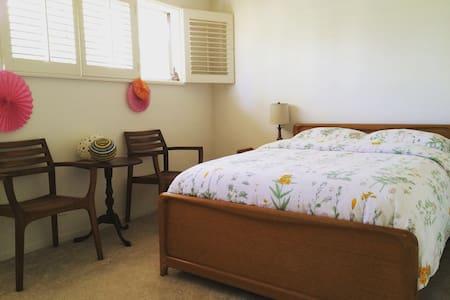 Sweet Suburban Life / Zen Room! - Torrance - Haus