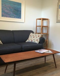 Full Suite in Old Town Yellowknife - Yellowknife - Apartment