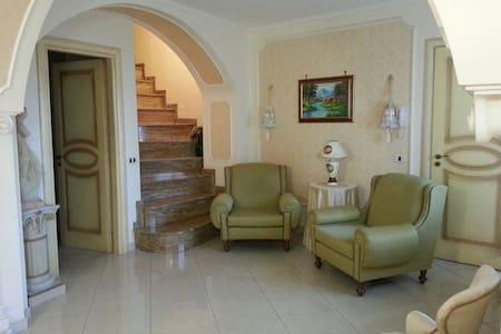 Casa stupenda,confortevole,panorama - Centuripe