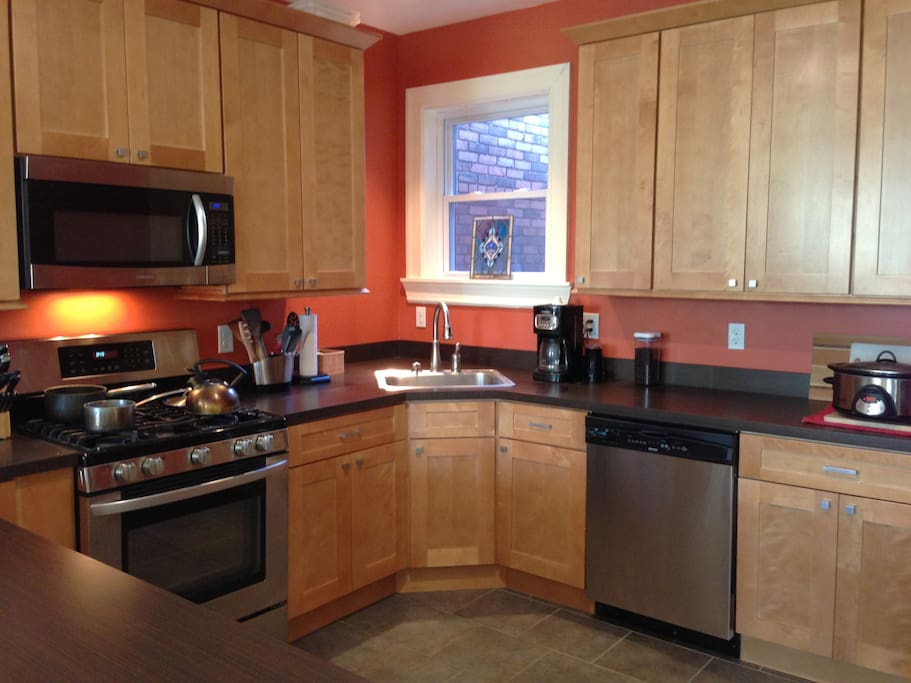 Cozy corner sink and convenient dishwasher. This kitchen is stocked!