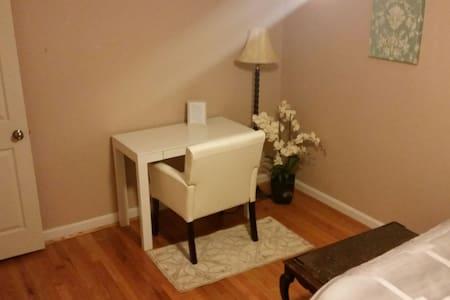 Stylish bedroom in Anderson suburb - Cincinnati - Ev