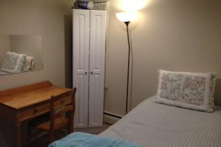 Maple Room - Bed & Breakfast