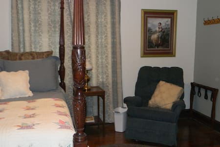 Shalom Room - Lamoni - Bed & Breakfast