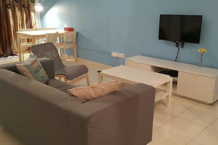 Cozy 3 BR Apartment @ Klang Centre - Wohnung