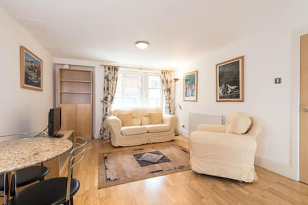 Beautiful-calm-Room near Farringdon
